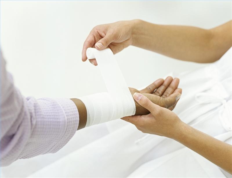 Перевязка и обработка ран
